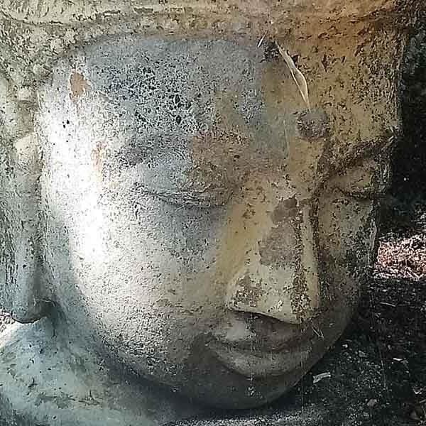 Budda-Statur für Yoga-Wochenende