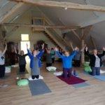 Yoga auf dem Dachboden einer alten Scheune ist ein Erlebnis.